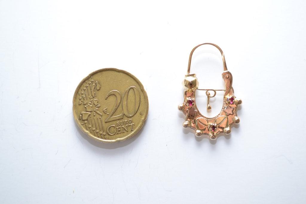 b9e5522e276e2 Boucle d oreille savoyarde en or pour enfant